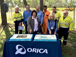 Orica Yarwun employees with Gladstone Mayor Gail Sellers